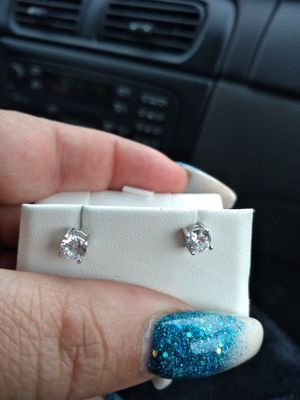 White gold diamond clusters earrings for Sale in Columbus, OH