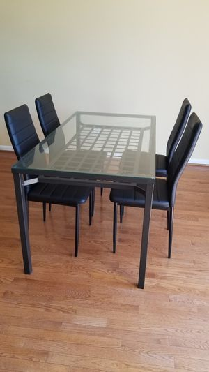 4 seat dining table set for Sale in Aldie, VA
