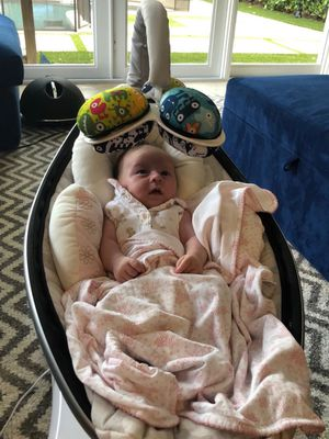 4moms Mamaroo baby swing for Sale in Miami, FL