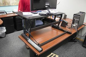 VIVO Height Adjustable Standing Desk V000B for Sale in Libertyville, IL