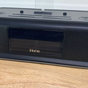iHome Clock Radio With Apple Connection for Sale in Chandler, AZ