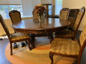 Really good round table with 6 beautiful chairs. for Sale in Rancho Cucamonga, CA