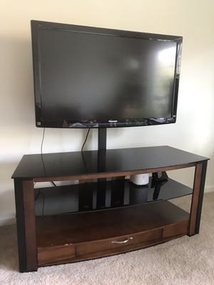 Panasonic 42 inch 1080P LCD TV with TV stand for Sale in UPPR Saint CLAIR, PA
