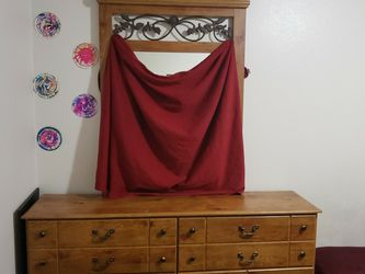 Dresser With Mirror for Sale in Renton,  WA