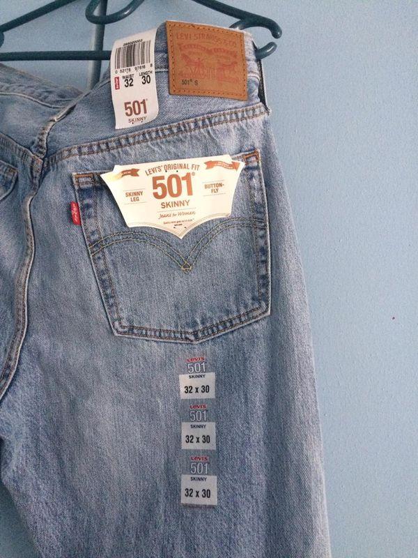 Pre owned women Levi's 501. Size 30 *32 . Excellent condition.