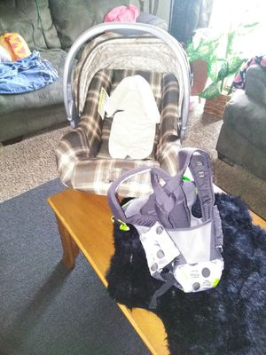 Eddie Bauer infant car seat and Evenflo papoose for Sale in Longview, TX