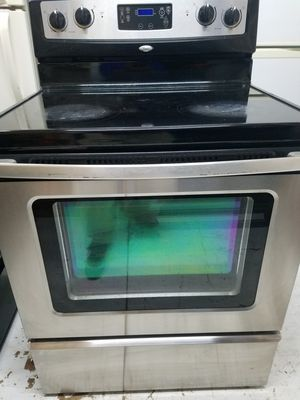 WHIRLPOOL STAINLESS STEEL RANGE GLASS TOP ELECTRIC STOVE for Sale in Waterbury, CT