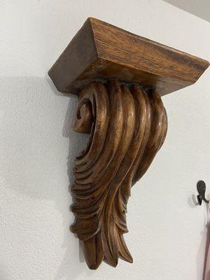 Wood carved shelf corbel scroll style for Sale in Cashmere, WA