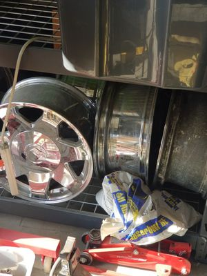 I have 5 caddy escalade rims all boarded out for Sale in Fresno, CA