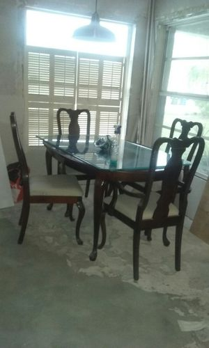 Oval solid wood dining table and four chairs. for Sale in Sebring, FL