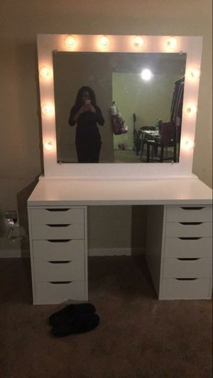 Makeup Vanity mirror with lights for Sale in Houston, TX