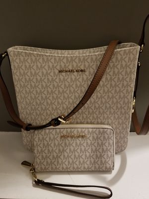 Michael Kors Messenger Purse and Wallet- BRAND NEW for Sale in Elk Run Heights, IA