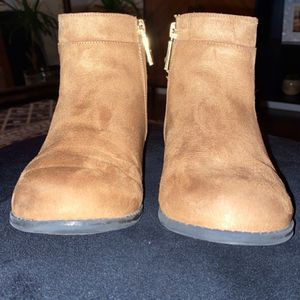 Michael Kors Ankle Boots for Sale in Mustang, OK