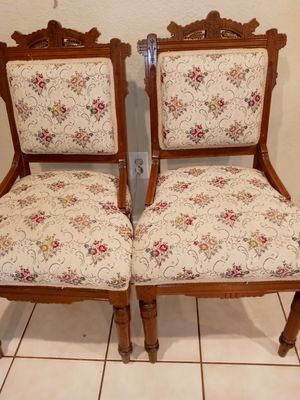 2 antiques chairs for Sale in Jurupa Valley, CA