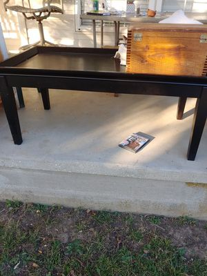 Coffee Table with 2 end tables for Sale in Ford, KY