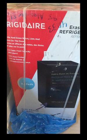 Frigidaire mini fridge 3.2 cu.ft still in box. for Sale in Newark, NJ