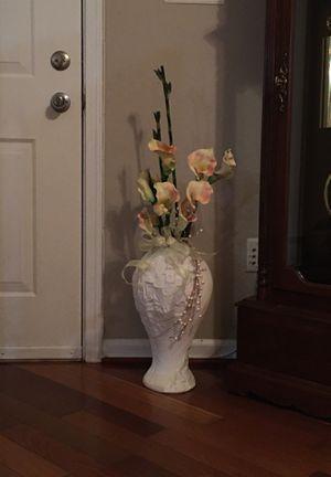 White vase and silk flowers for Sale in Woodbridge, VA