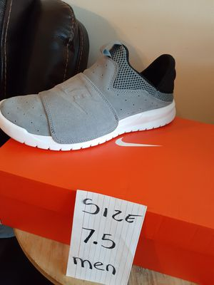 NIKE SIZE 7.5 MEN for Sale in Highland, CA