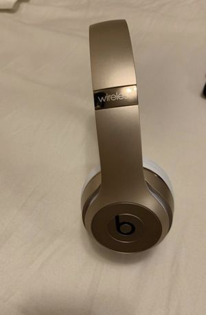 Beats by Dre solo 3 wireless for Sale in Queens, NY