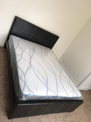 Queen Bed with Mattress 📦 for Sale in Miami, FL