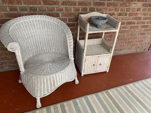 White wicker 2 piece set for Sale in Hartsdale, NY