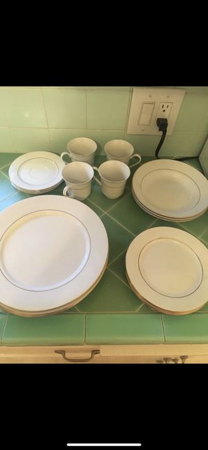 Plates and cups with gold detail for Sale in Burbank, CA