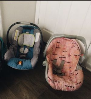 2 baby car seats both $15 for Sale in Kissimmee, FL