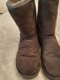 UGGS SIZE 5 for Sale in Greenwich Township,  NJ