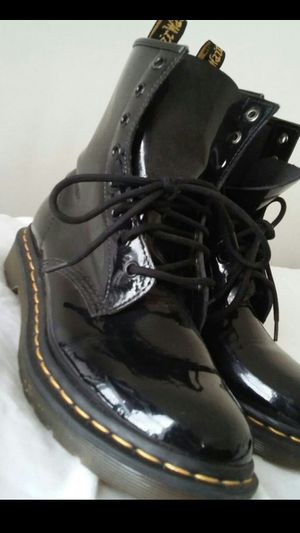 Dr.Marten boots still like new (see pictures) size 7 mens (size 9 woman) $80 buyer must come to me for Sale in Washington, DC
