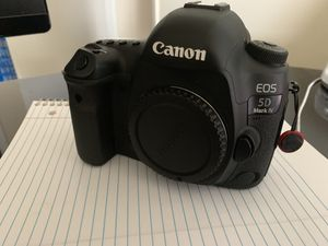 Canon Eos 5D mark IV for Sale in Cleveland, OH