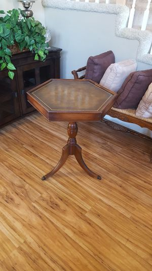 ANTIQUE TABLE/28 in TALL for Sale in Hemet, CA