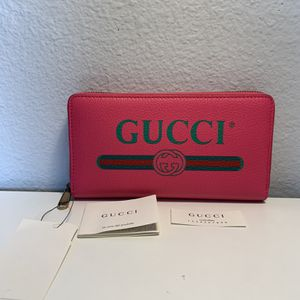 GUCCI Logo Pink Wallet Zip Around $798 for Sale in Los Angeles, CA