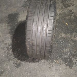 1 Used Tire Pirelli Pzero 255/40/21 for Sale in Arlington, VA