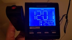 Magnasonic projection alarm clock and room temperature for Sale in Lyons, IL