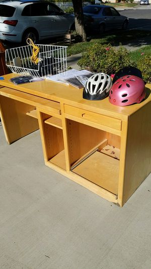 Wood desk. 5ft x 2ft for Sale in San Jose, CA