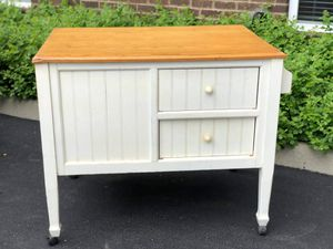 Kitchen table/island for Sale in Columbus, OH