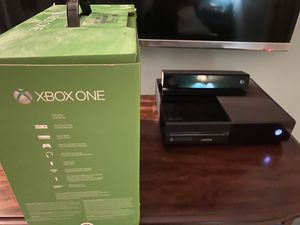Xbox one with kinect sensor, headset, 2 controllers and 17 games for Sale in Sammamish, WA