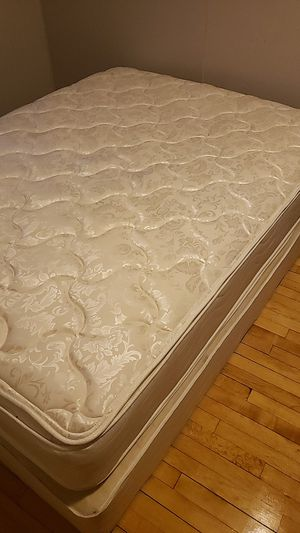 Queen mattresses set for Sale in Crandon, WI