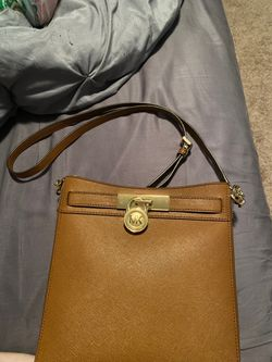 (NEW)Michael Kors Brown Leather Messenger Bag for Sale in Vancouver,  WA