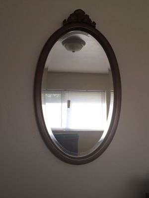 Oval wall mirror 2' x 3' for Sale in Saint Charles, MO