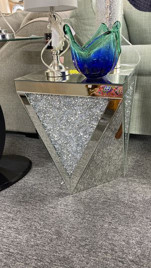 Mirror End Table with Shiny Stones inside 1V1 for Sale in Euless, TX
