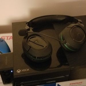 Xbox One 500 Gb, 3 Controllers, And Headset for Sale in Norcross, GA