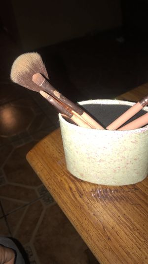 6 piece makeup brushes. for Sale in Tucson, AZ