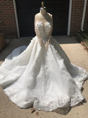 Wedding dress and veil for Sale in MONTGOMRY VLG, MD