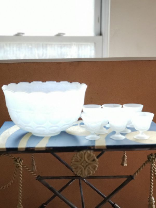 Glass (spiked) punch bowl/8 cups - NOT FREE