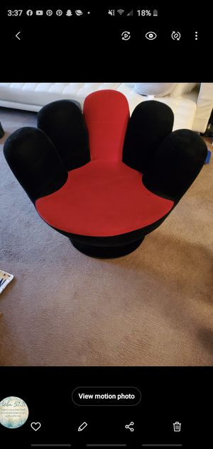 Hand chair for Sale in Cincinnati, OH