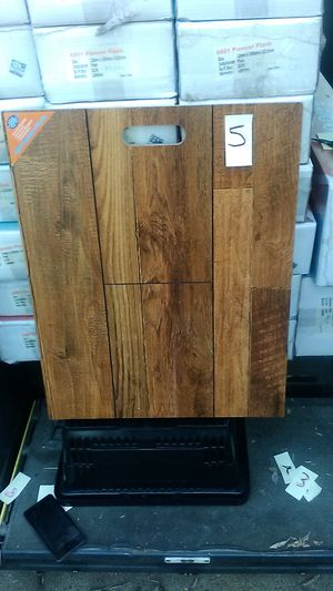 12mm laminate flooring 115sqft for Sale in Fort Worth, TX