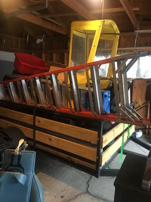 8 foot fiberglass ladder for Sale in Chicago, IL