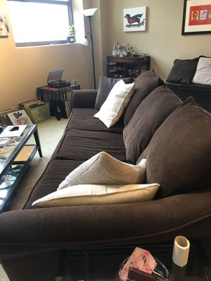 Oversized brown couch for Sale in Cleveland, OH