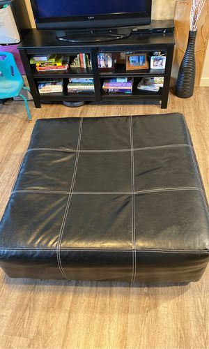 Black leather ottoman 40x40 for Sale in Denver, CO